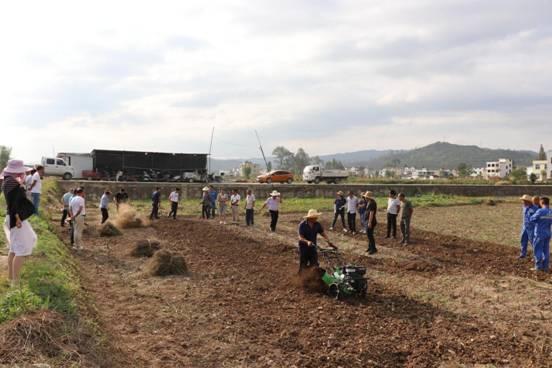 房县农机服务中心机械推广服务羊肚菌产业发展