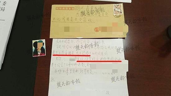 湖北快递员火场救人 美女老师寄信求婚被拒