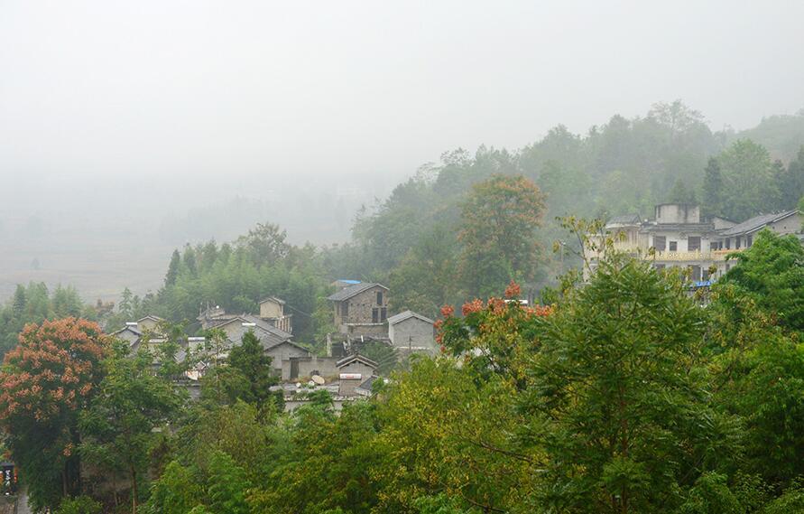 旅游扶贫峡谷崛起新农村