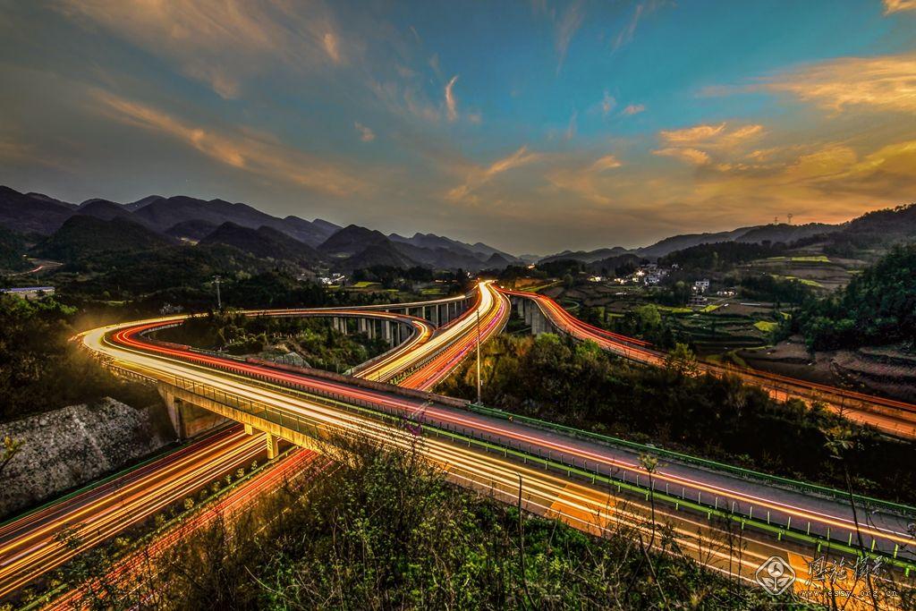 湖北宜都至来凤高速公路鹤峰(容美)至宣恩(当阳坪)段(简称宣鹤高速).
