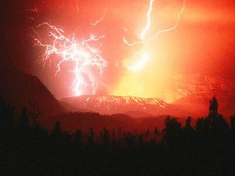 海东部西印度群岛中的马提尼克岛,是法国的海外领地,风光旖旎,多火山