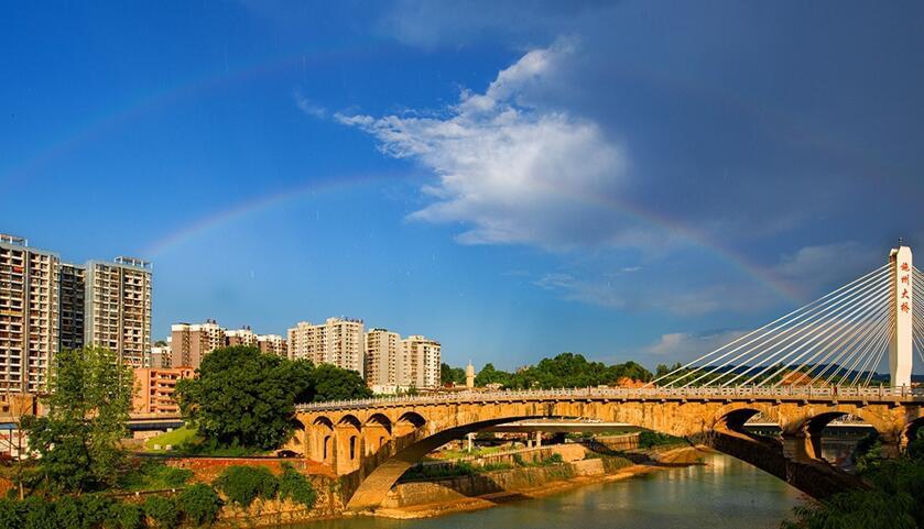 雨中彩虹(肖华林 摄)来源:中国硒都网