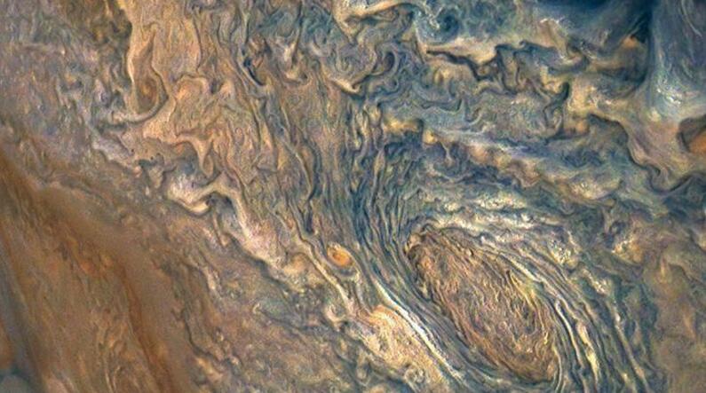 木星照片:蓝色风暴宛如油画