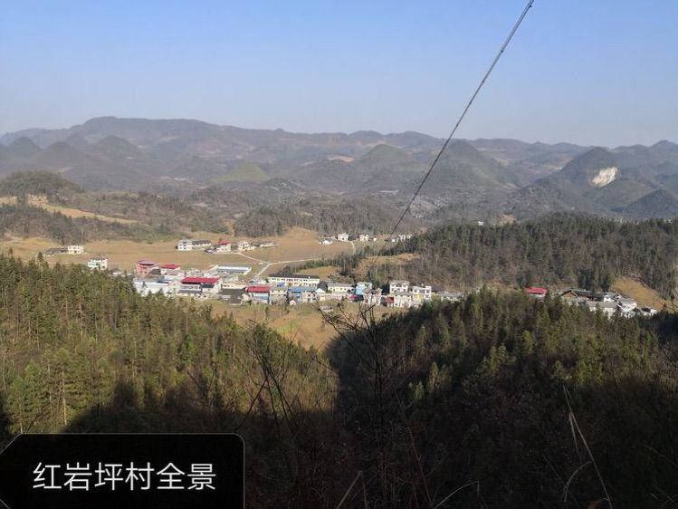 鹤峰县中营镇红岩坪村尖刀班成员与红岩坪村父老乡亲一道,为使老苏区