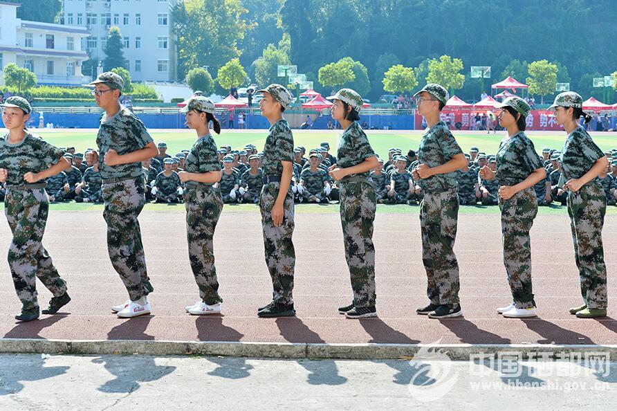 州城1.4万新入学高中大学学生接受军训