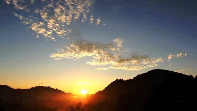 宣恩:高山日出紅似火