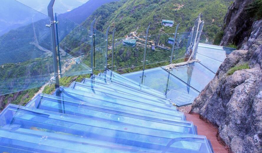 海拔1417米 廣東清遠建成全國首個玻璃天梯