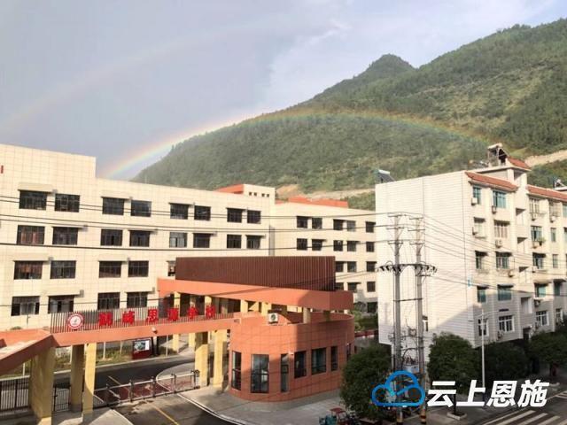 鶴峰現雙彩虹美景