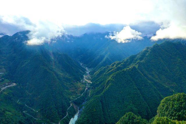 鹤峰:雨后初晴芭蕉河