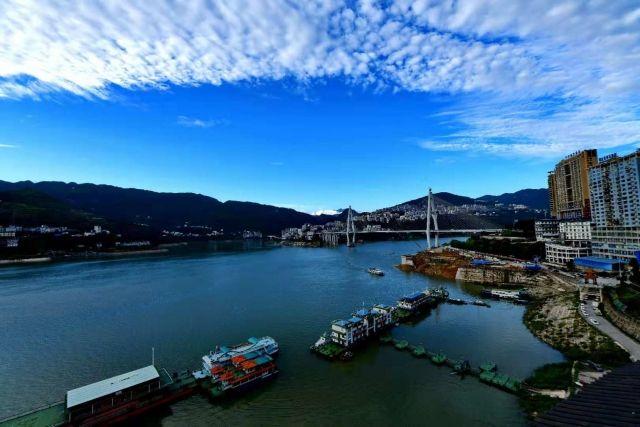 秋季美丽生态 长江巴东段现平湖美景