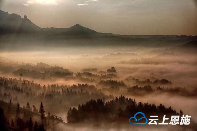 山林飘渺似蜃景