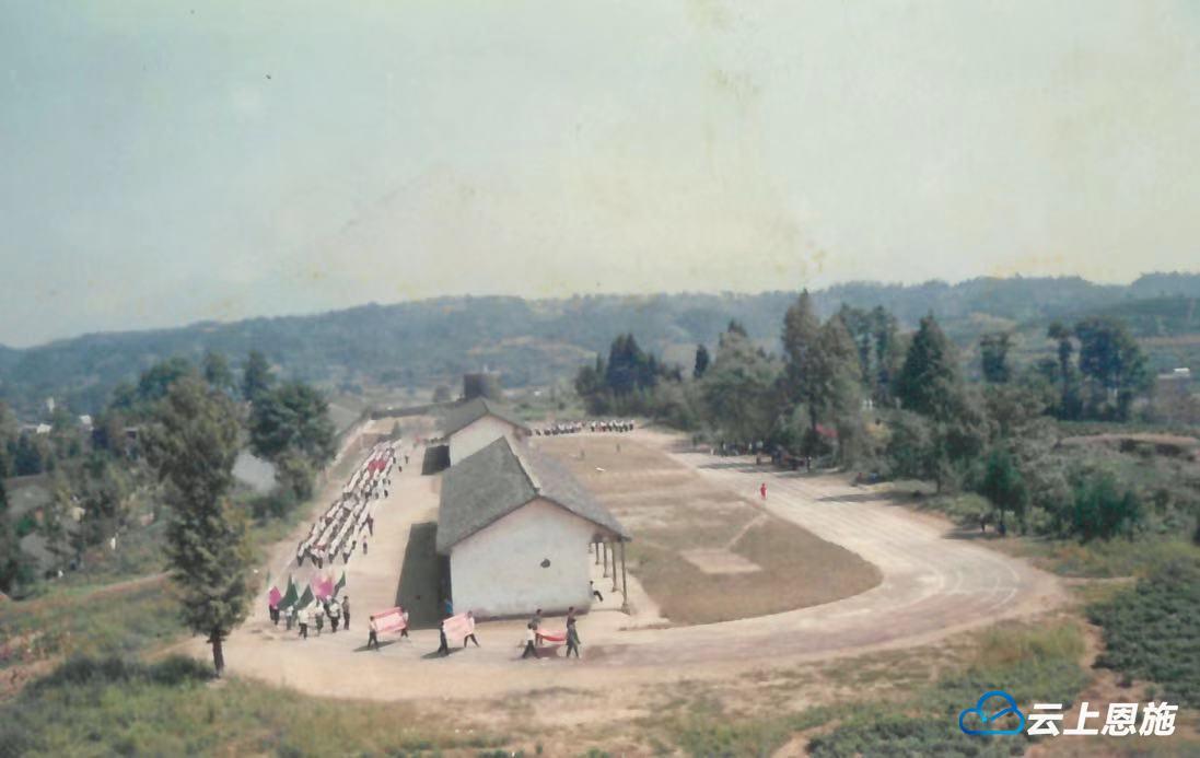 一组老照片带你看鹤峰校园运动会的变迁