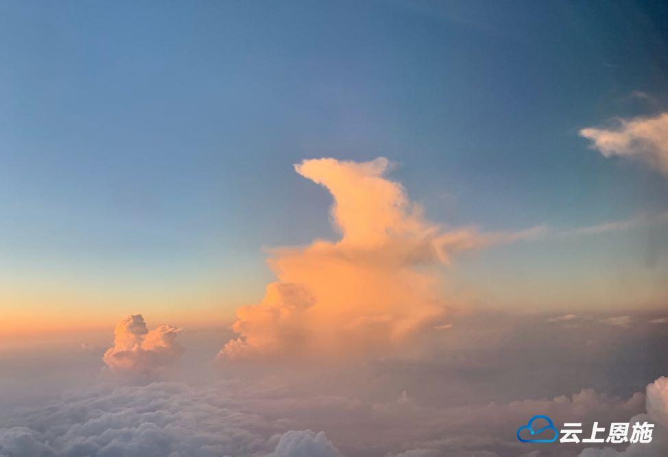 宣恩茅坝塘的这组云海图仿若仙境