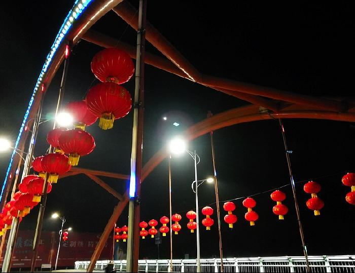 大紅燈籠迎新年