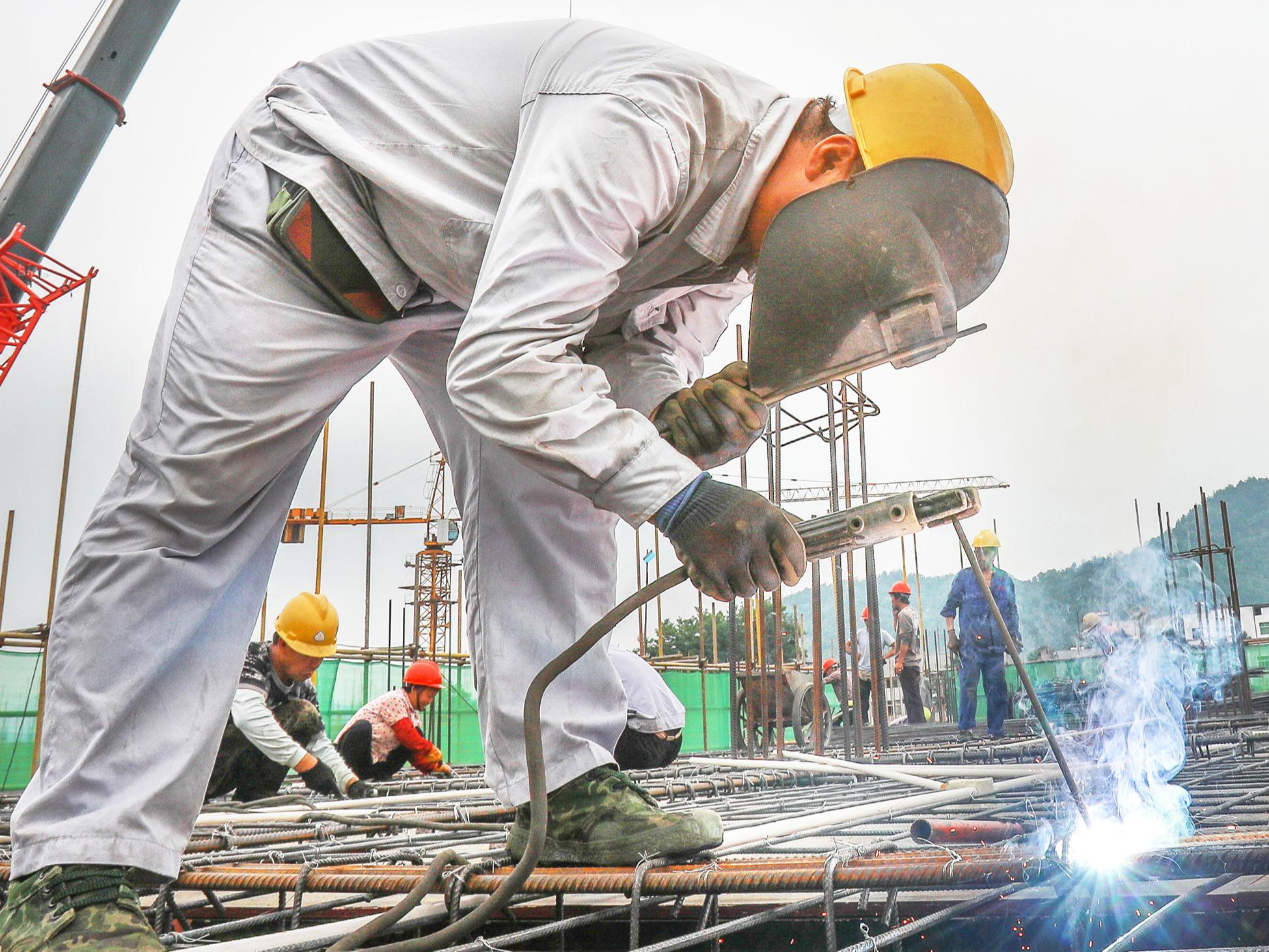 鱼岭工业园:行知外国语学校建设顺利推进