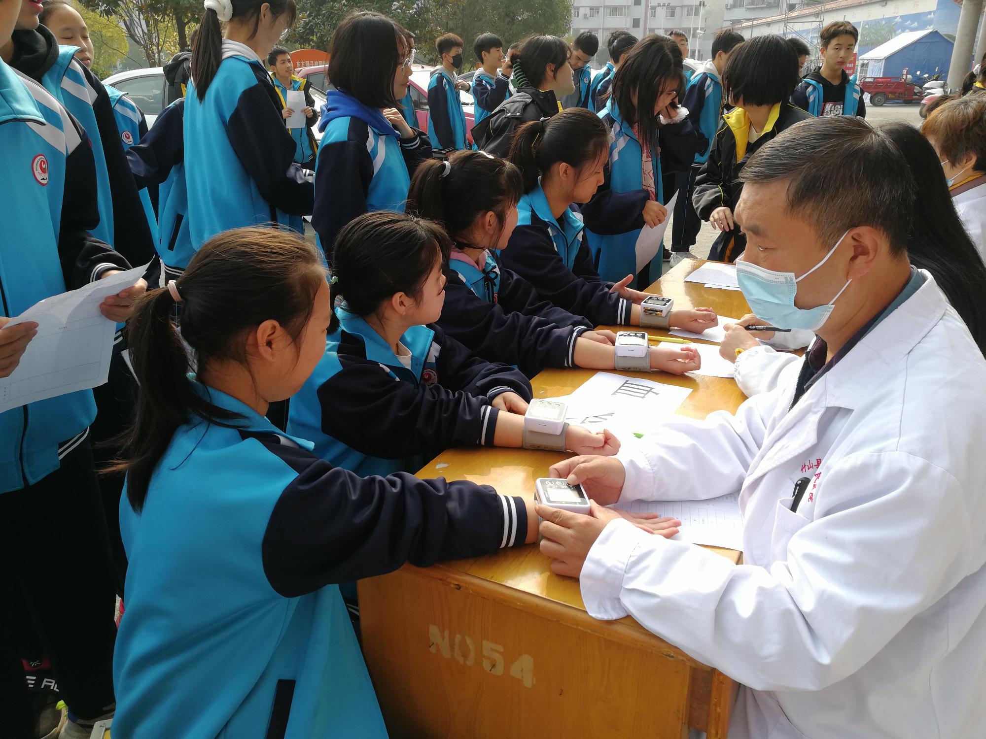 縣第二人民醫院健康體檢進校園