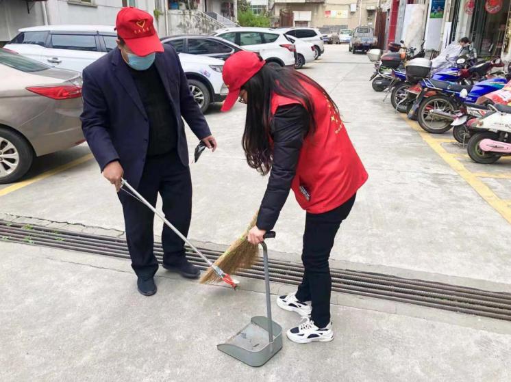 县行政审批局学习贯彻《十堰市文明行为促进条例》