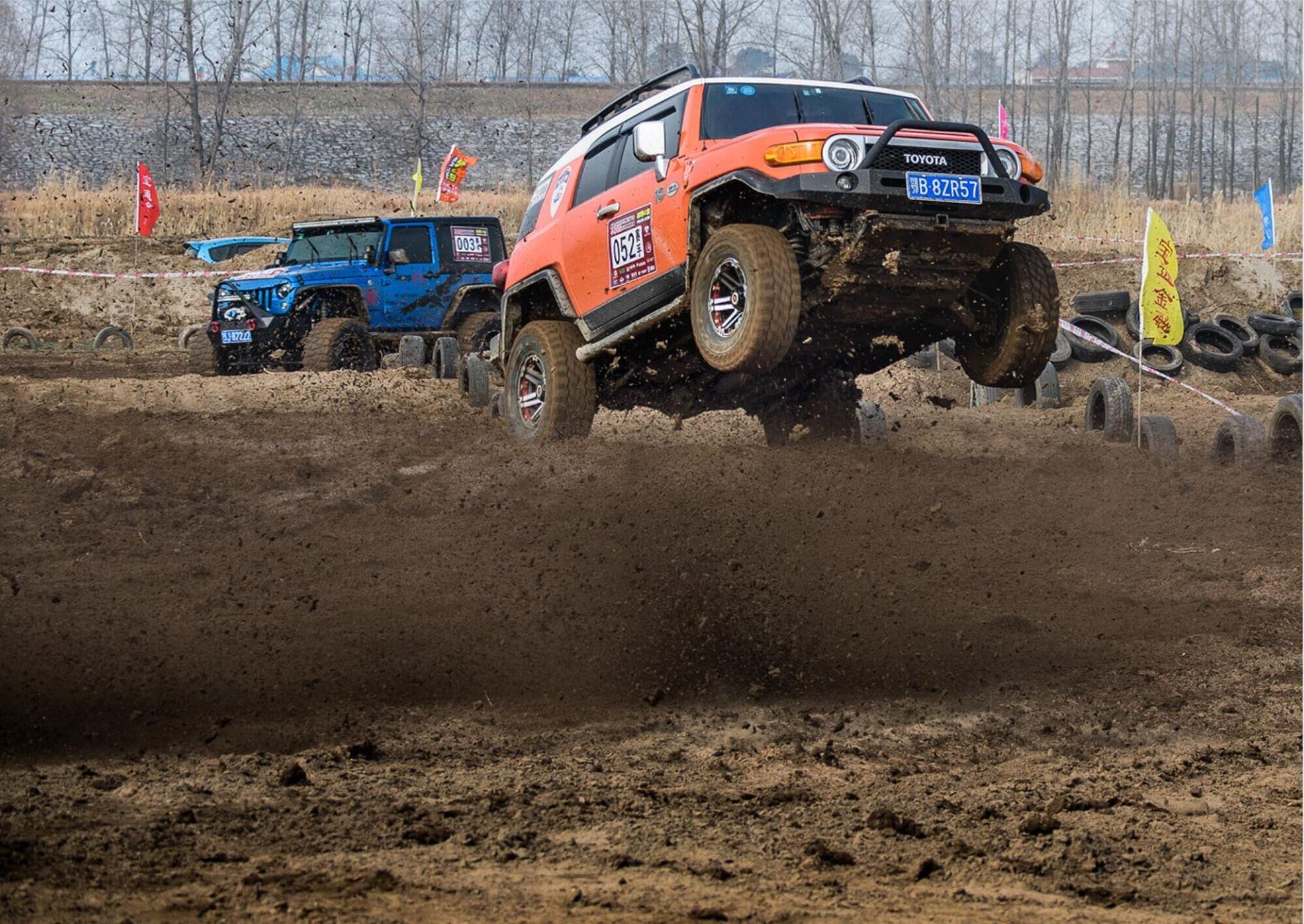 鄂州首届汽车场地越野赛激情开赛