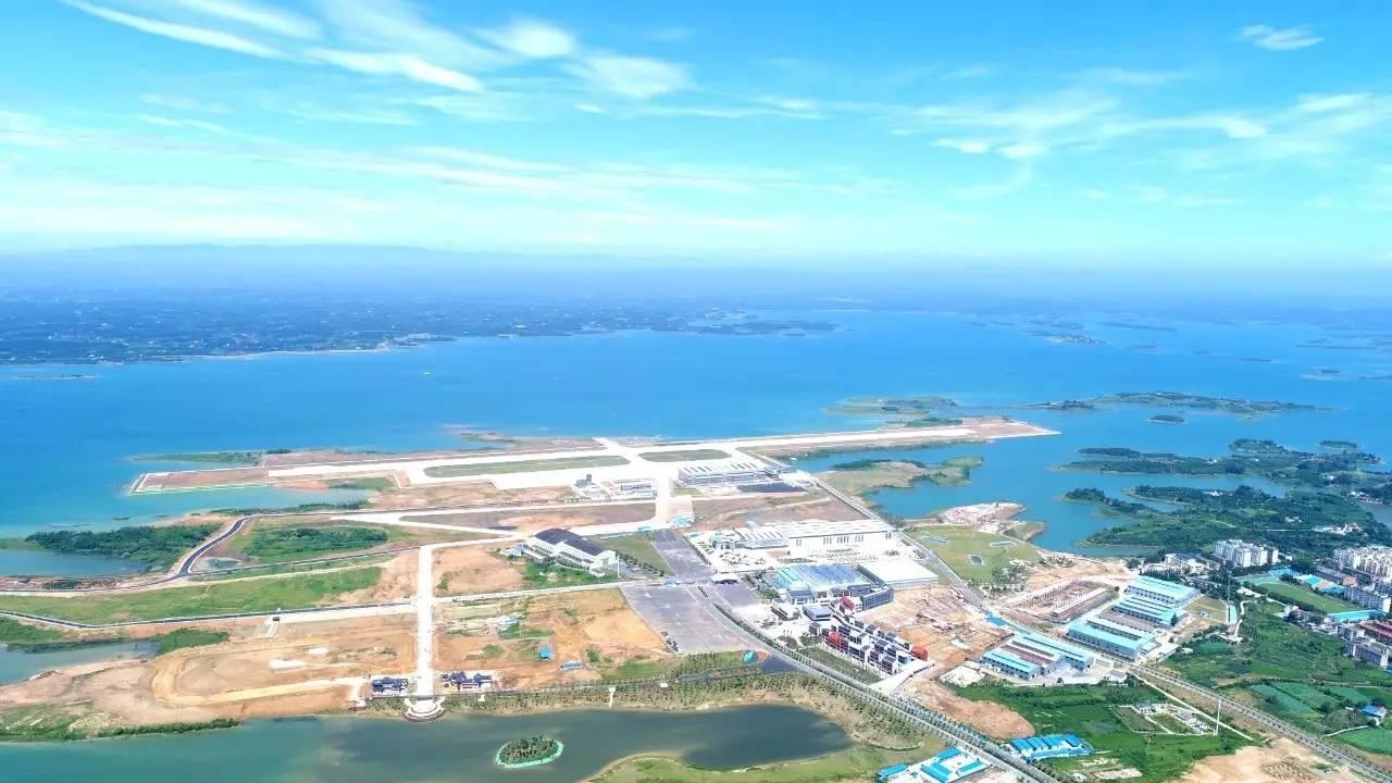 2016年10月,荆门爱飞客航空小镇(漳河镇)成功入选全国首批特色小 镇.