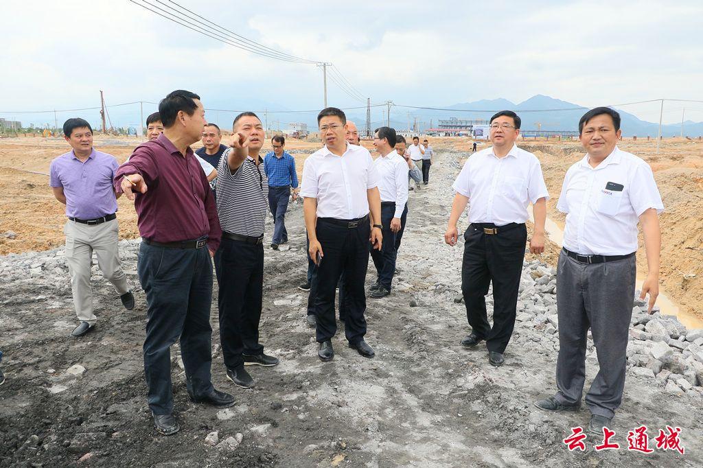 """刘明灯督导全县二季度重点项目建设和主要经济指标""""双过半""""调度工作"""