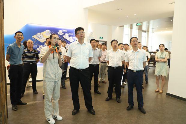 通城县党政代表团赴湖南城陵矶新港区和临湘市参观考察