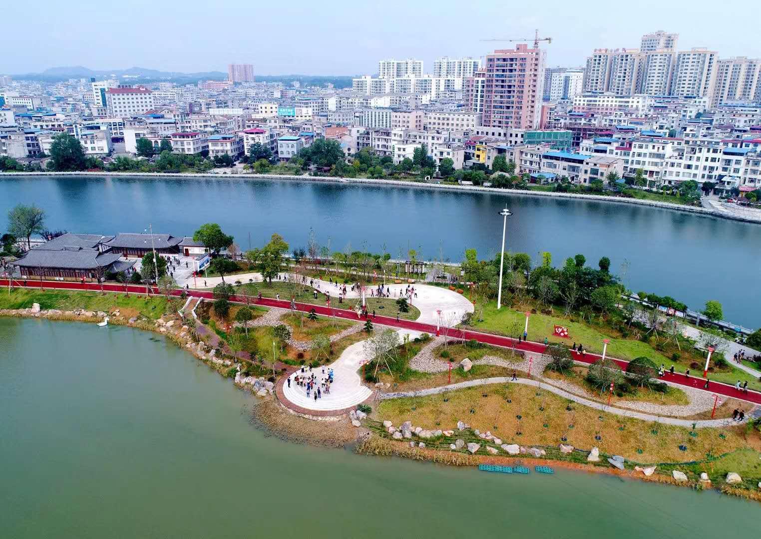 我县首个城市公园—秀水公园盛大开园 引近万名游客畅游