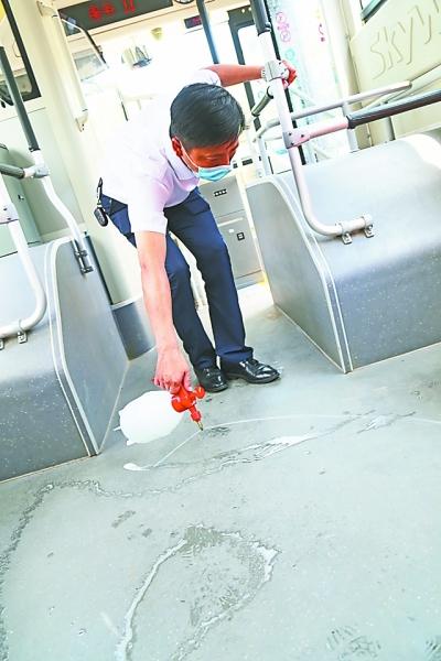 """外地旅客来汉全程需要亮""""绿码"""" 重点地区来汉旅客走专用通道"""