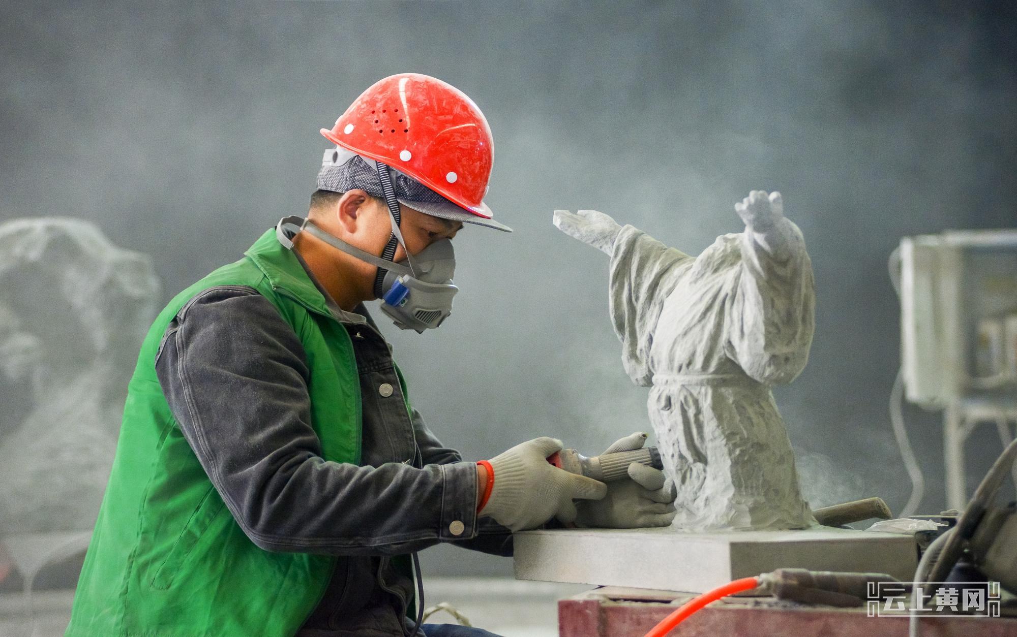 省建筑石雕职业技能竞赛在麻城开锣