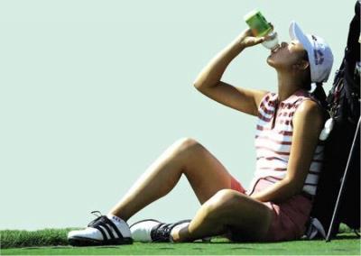 青少年运动前后喝功能饮料小心诱发心脏病