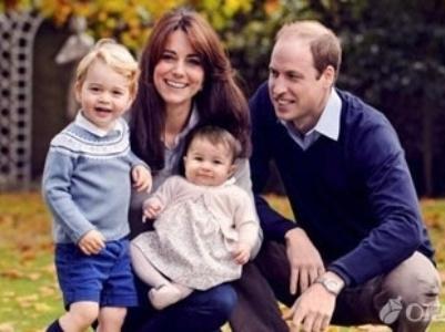 全家福照片,同时宣布:下个月开始,2岁多的乔治小王子要上幼儿园啦!