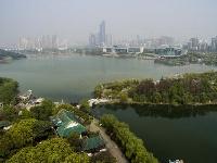 """武汉:""""民间湖长""""护湖忙"""