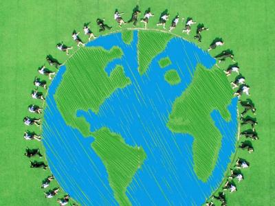 创意毕业照!地理专业学生航拍绿色地球