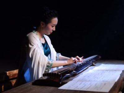 当晚的讲弹音乐会由至柔国乐创始人,青年古筝古琴演奏图片