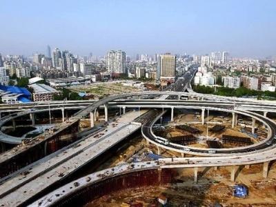一半高架的高架桥将使用钢结构箱