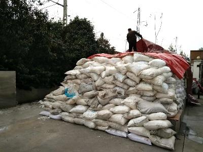 武汉城管储备融雪盐 预防春节期间冻雨冰雪天气