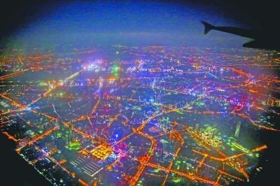 大武汉的夜晚灯火璀璨 网友航拍照片引发热议