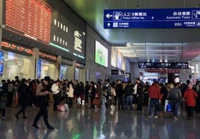 """""""五一""""火车票开售 武汉往广州等方向抢手"""