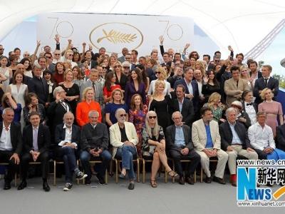 戛纳电影节70周年庆典合影 舒淇范冰冰在列