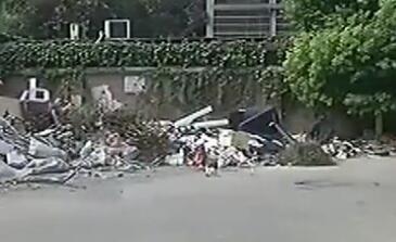 汉阳一小区垃圾堆上 惊现死去弃婴