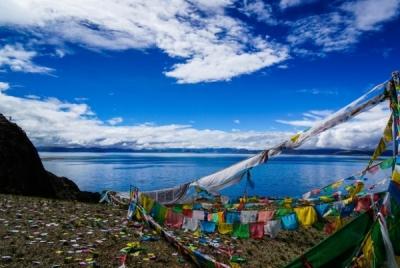 武漢市江岸區黨政代表團赴西藏山南乃東區深化教育援助工作