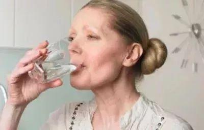 《湖北影视》怎样喝水才能保护自己的肾