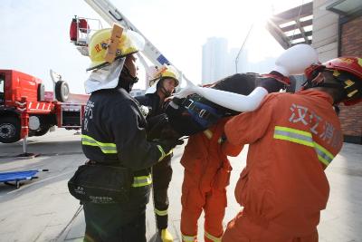 仙桃市举行119消防宣传月启动情趣暨大型商体操仪式衣图片