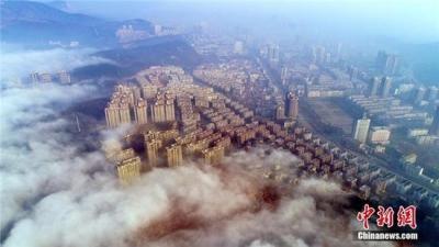 湖北荆门现平流雾奇观 云雾缭绕宛如仙境