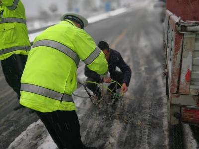 湖北省公安交管局紧急部署应对新一轮雨雪天气 呼吁驾驶员近几天减少非必要自驾出行