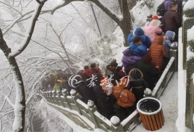 登武当山祈福除旧迎新 再赏雪后盛景