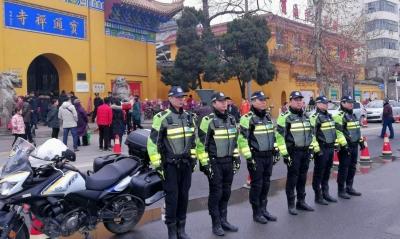 武汉 | 交警春节坚守岗位 及时出手抓获小偷