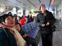 三峡铁路春运首日迎客流高峰