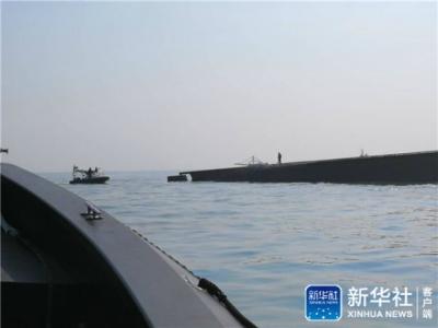 中国驻马来西亚大使馆:在倾覆挖沙船舱内救出两名中国船员