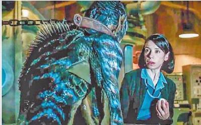 《水形物语》人鱼,每一次演怪物都像在演自己