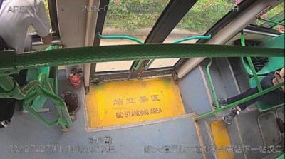 """湖北女子公交上被摸胸 """"咸猪手""""跳窗结果悲剧"""